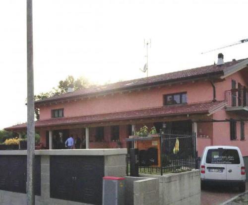 Bifamiliaretavernerio2012