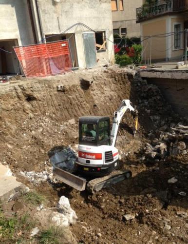 Escavatore 38qli (1)