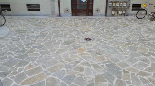 ristrutturazioni Lavoriincorso-PiazzalepedonaleinPietradiLuserna (1)